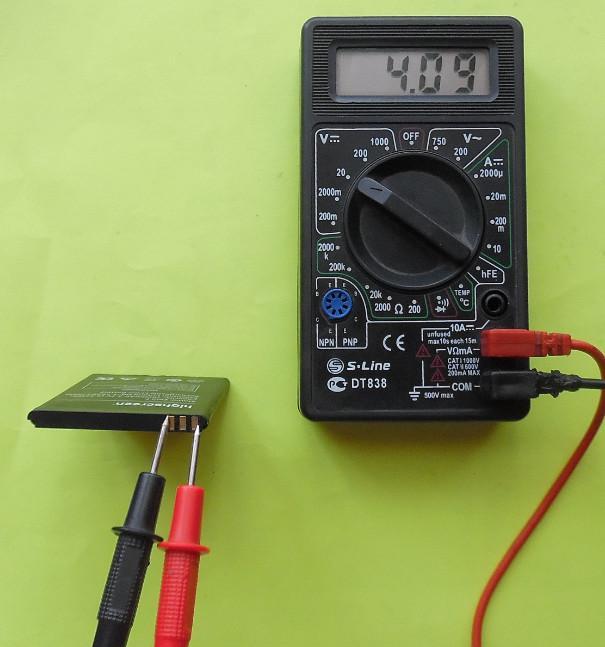 Как проверить батарейку телефона мультиметром