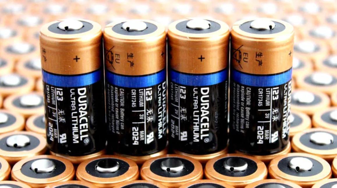 Автоматическая линия изготавливает батарейки_1