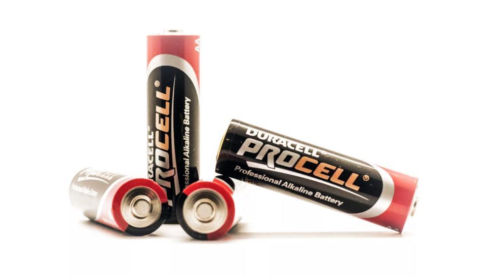 как определить полярность батарейки