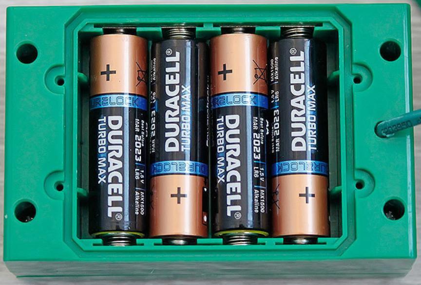 Как вставить и вытащить батарейку